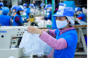 Vietnamese businesses are able to produce more than 200 million face masks monthly  (Photo: Vinatex).