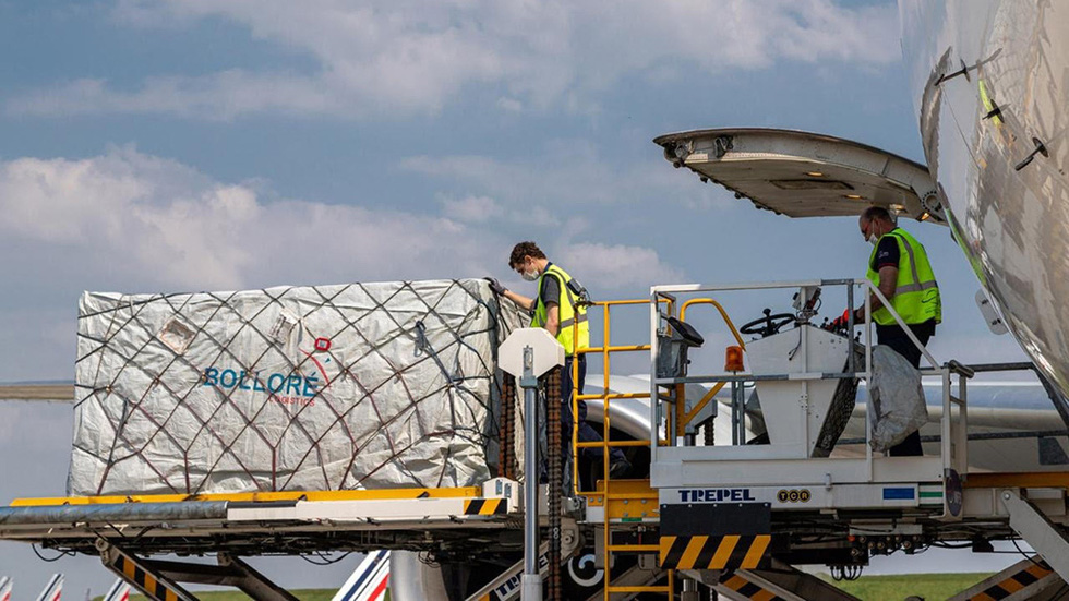 """The boxes of """"Made in Vietnam"""" masks are loaded The words """"Made in Vietnam"""" are printed on the outside of each box in France from the transport plane - Photo: Bolloré"""